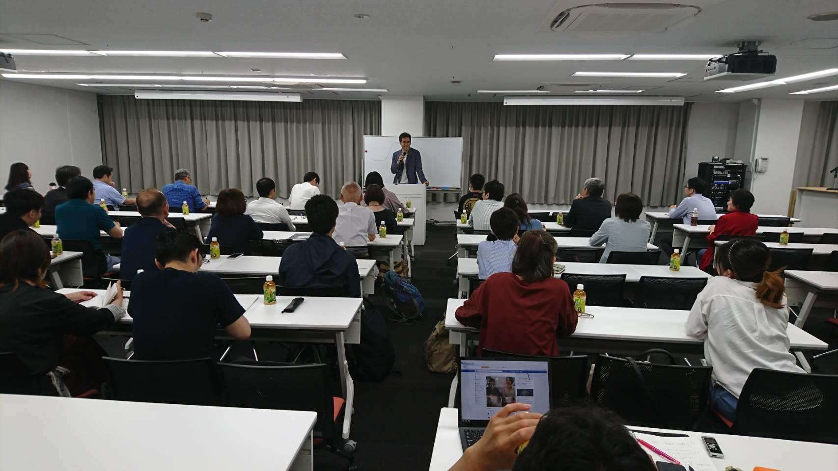 前回のKADOKAWAセミナーに登壇した竹井佑介の様子